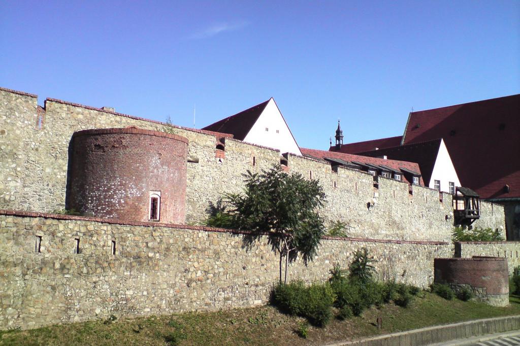 Bratislava hradby - Wikipédia