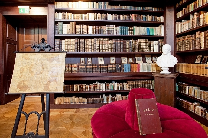 Chateau Oppony - OPONICE historická knižnica kaštieľa