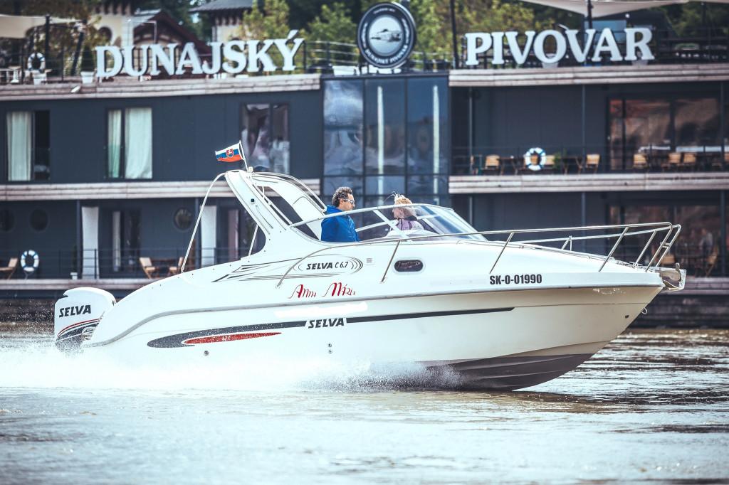 Motorový čln a Dunajský pivovar