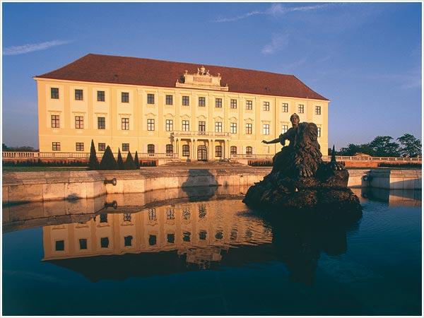 Schlosshof - zámok