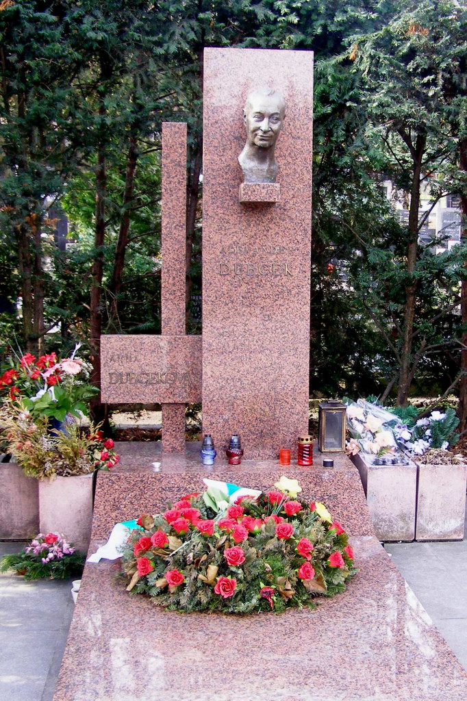 Slávičie údolie Alexander_Dubček_Grave - Wikipedia