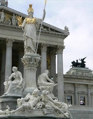 Viedeň - Parlament bez ľudí
