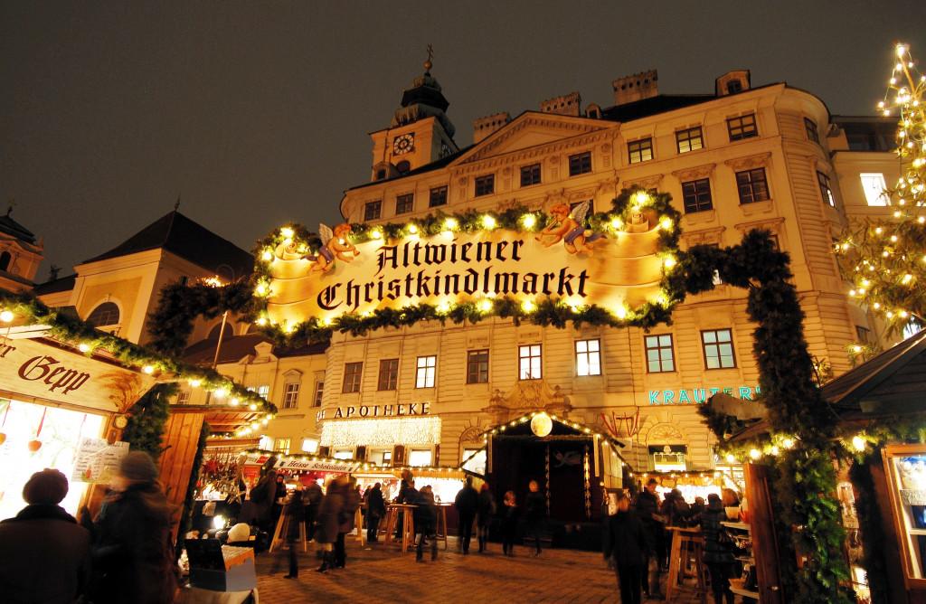 Wikimedia - Altwiener Christkindlmarkt Frayung r. 2011