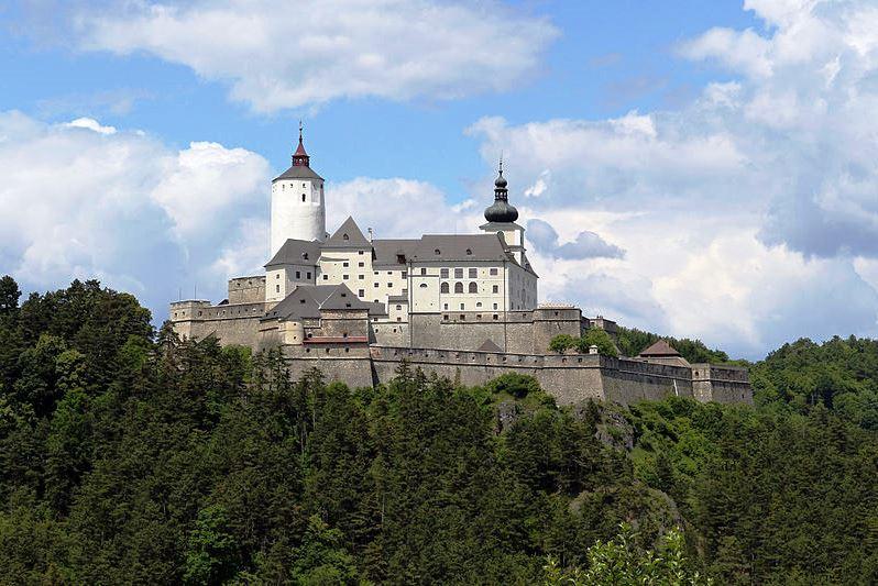 Wikimedia Forchtenstein Burg