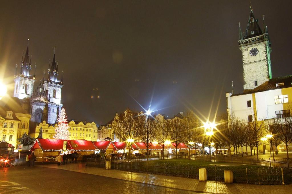 Wikimedia PRAHA Staroměstské náměstí vánoční - výrez