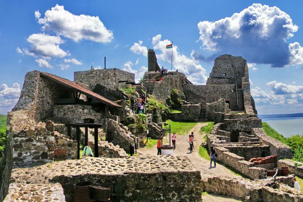 Wikimedia - hrad Szigliget – výrez
