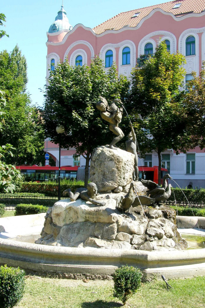 Wikipedia - Šafárikovo nám. Kačacia fontána
