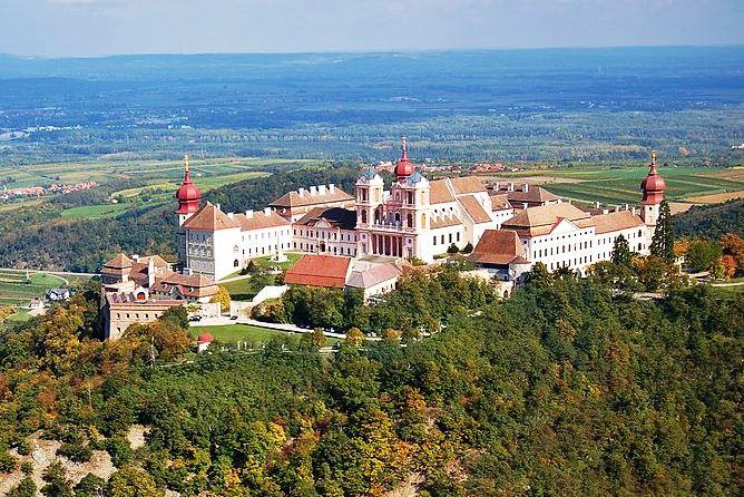 Wikipedia Benediktinerstift Göttweig Luftbild