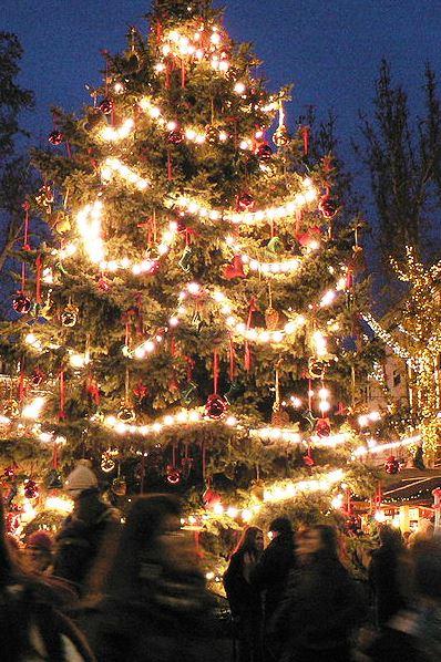 Wikipedia Christmas market Budapest