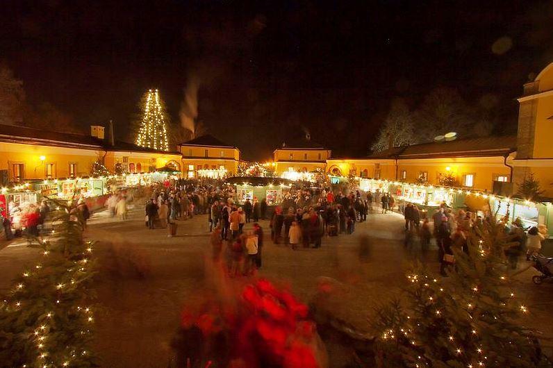 Wikipedia Christmas market Castle Hellbrunn