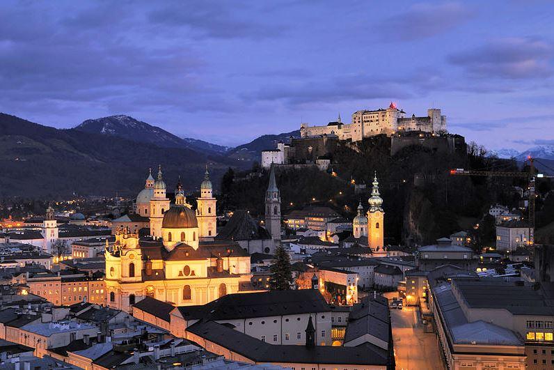 Wikipedia Salzburg Panorama (nachts)