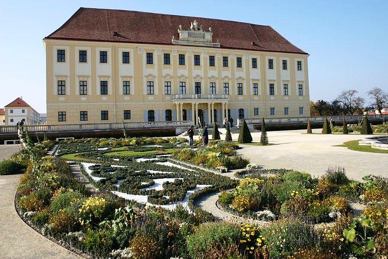 Wikipedia Schloss_hof so záhradou