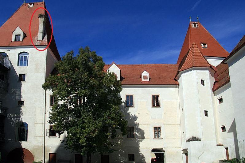 Wikipedia orez 2 Schloss Orth 2012 Innenhof_b