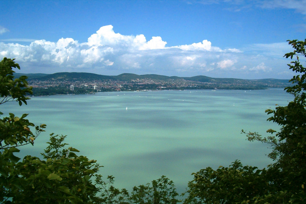 Wikipedia - výhľad na jazero Balaton